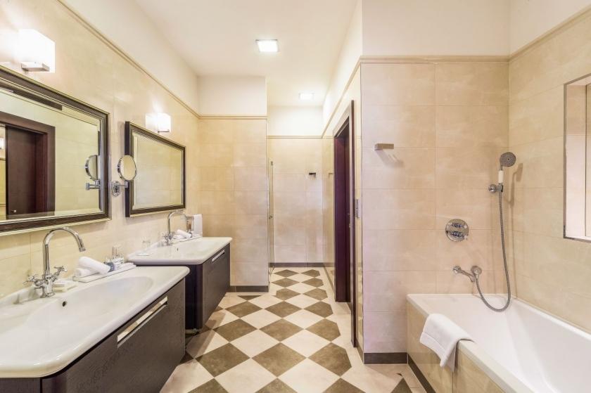 bathroom-presidential-suite_0