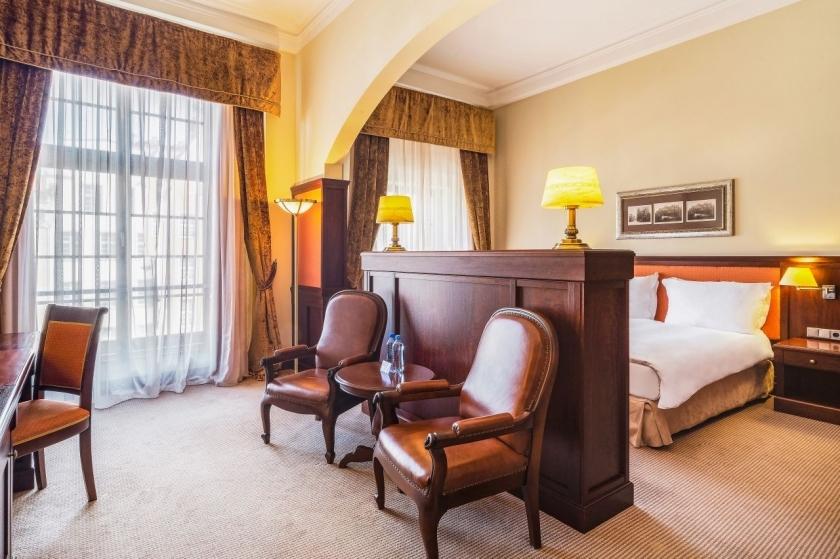 presidential-suite-master-bedroom